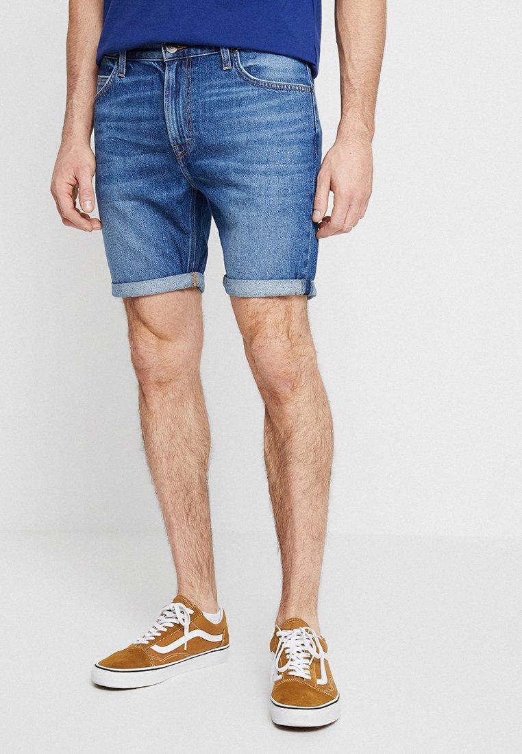 Lee - RIDER - Denim shorts - flick dark