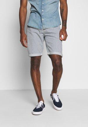 REGULAR RIDER SHORT - Shorts di jeans - summer wash