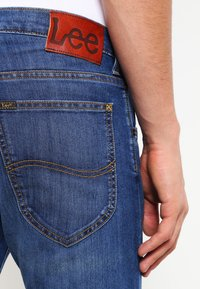 Lee - DAREN ZIP - Jeans straight leg - true blue - 4