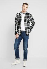 Lee - DAREN ZIP FLY - Jeans a sigaretta - dark diamond - 1