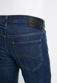Lee - DAREN ZIP FLY - Jeans a sigaretta - dark diamond - 5