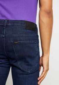 Lee - DAREN ZIP FLY - Jeans Straight Leg - dark blue wood - 5