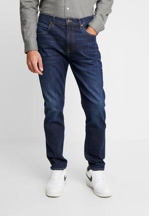 AUSTIN - Džíny Straight Fit - worn foam