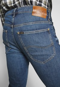 Lee - DAREN BUTTON FLY - Jeans a sigaretta - mid city tint - 6
