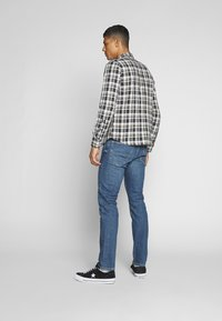 Lee - DAREN BUTTON FLY - Jeans a sigaretta - mid city tint - 2