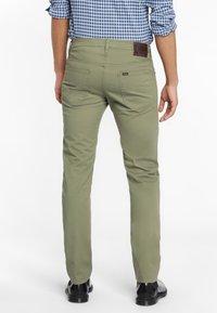 Lee - DAREN ZIP FLY - Pantaloni - lichen green - 2