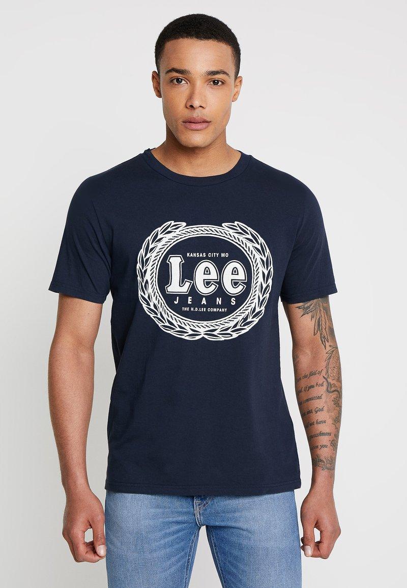 Lee - EMBLEM TEE - T-shirt imprimé - midnight navy