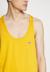 Lee - PRIDE TANK - Top - golden yellow - 4