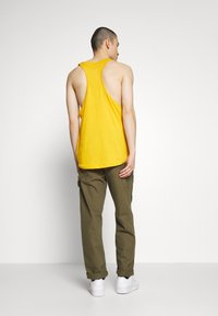 Lee - PRIDE TANK - Top - golden yellow - 2