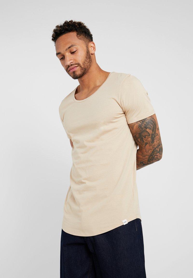Lee - SHAPED TEE - T-shirt - bas - dust beige