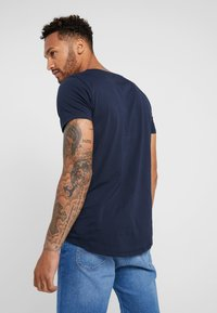 Lee - SHAPED TEE - T-shirt - bas - sky captain - 2