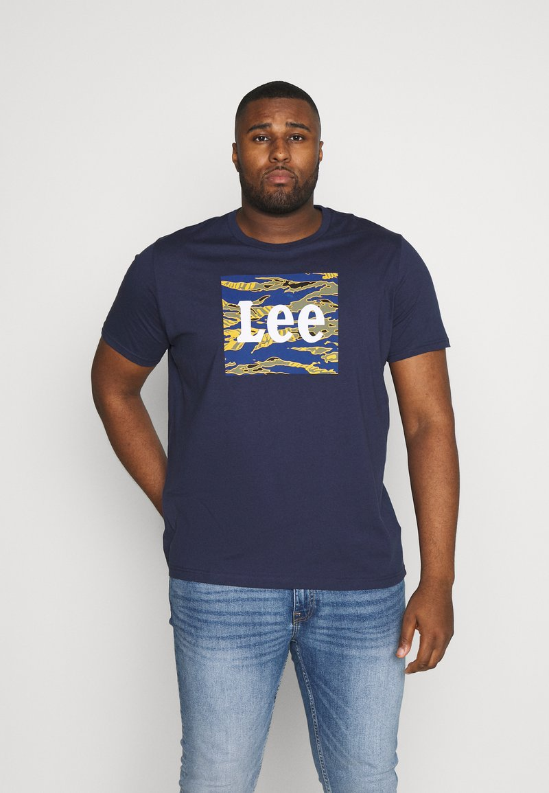 Lee - CAMO PACKAGE TEE - T-shirt con stampa - dark navy