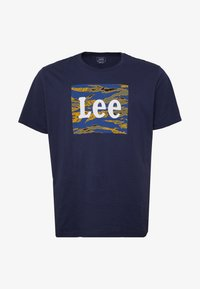 Lee - CAMO PACKAGE TEE - T-shirt con stampa - dark navy - 3