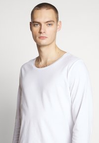 Lee - SHAPED TEE - Long sleeved top - white - 4