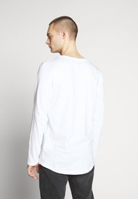 Lee - SHAPED TEE - Long sleeved top - white - 2