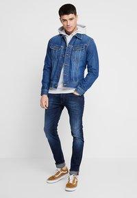 Lee - SLIM RIDER - Giacca di jeans - flick dark - 1
