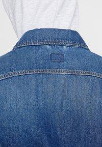 Lee - SLIM RIDER - Giacca di jeans - flick dark - 3