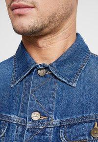 Lee - SLIM RIDER - Giacca di jeans - flick dark - 6