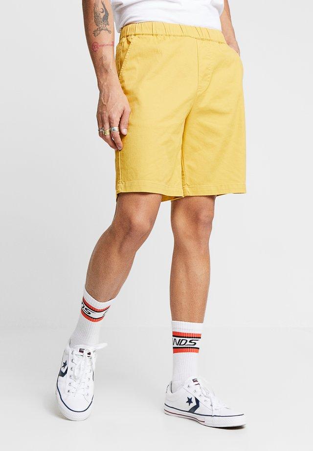 HERMOSA - Shorts - yellow