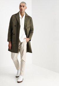 Legends - FRANKIE DOUBLE BREASTED COAT - Zimní kabát - olive - 1