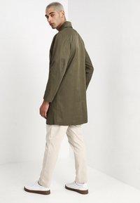 Legends - FRANKIE DOUBLE BREASTED COAT - Zimní kabát - olive - 2