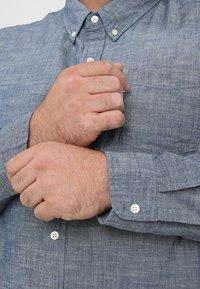 Levi's® Plus - BIG CLASSIC - Shirt - indigo chambray - 5