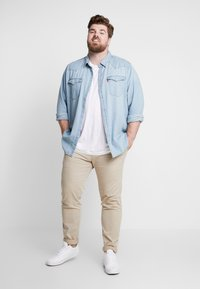 Levi's® Plus - BIG CLASSIC WESTERN - Shirt - red cast stone wash takedown - 1