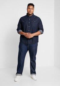 Levi's® Plus - BIG CLASSIC WESTERN - Košile - dark blue denim - 1