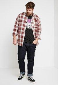 Levi's® Plus - BIG GRAPHIC TEE - Print T-shirt - mineral black - 1