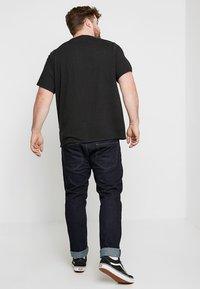 Levi's® Plus - BIG GRAPHIC TEE - Print T-shirt - mineral black - 2