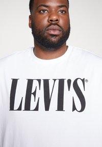 Levi's® Plus - BIG GRAPHIC TEE - Print T-shirt - white - 4