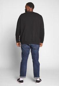 Levi's® Plus - BIG CREW SEASONAL - Sweatshirt - black - 2