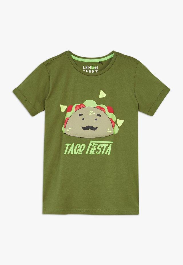 SMALL BOYS  - Print T-shirt - pesto