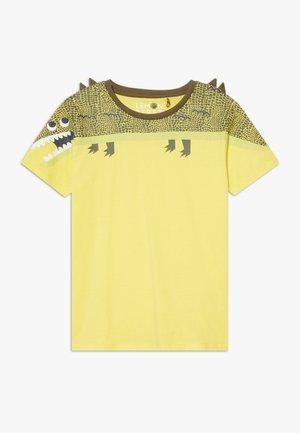 SMALL BOYS - T-shirt imprimé - limelight