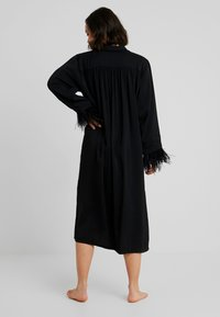 Le Petit Trou - ROBE LUXURE - Dressing gown - black - 2