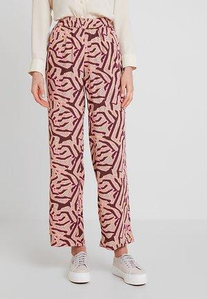 BERTA - Pantalones - fuchsia pink
