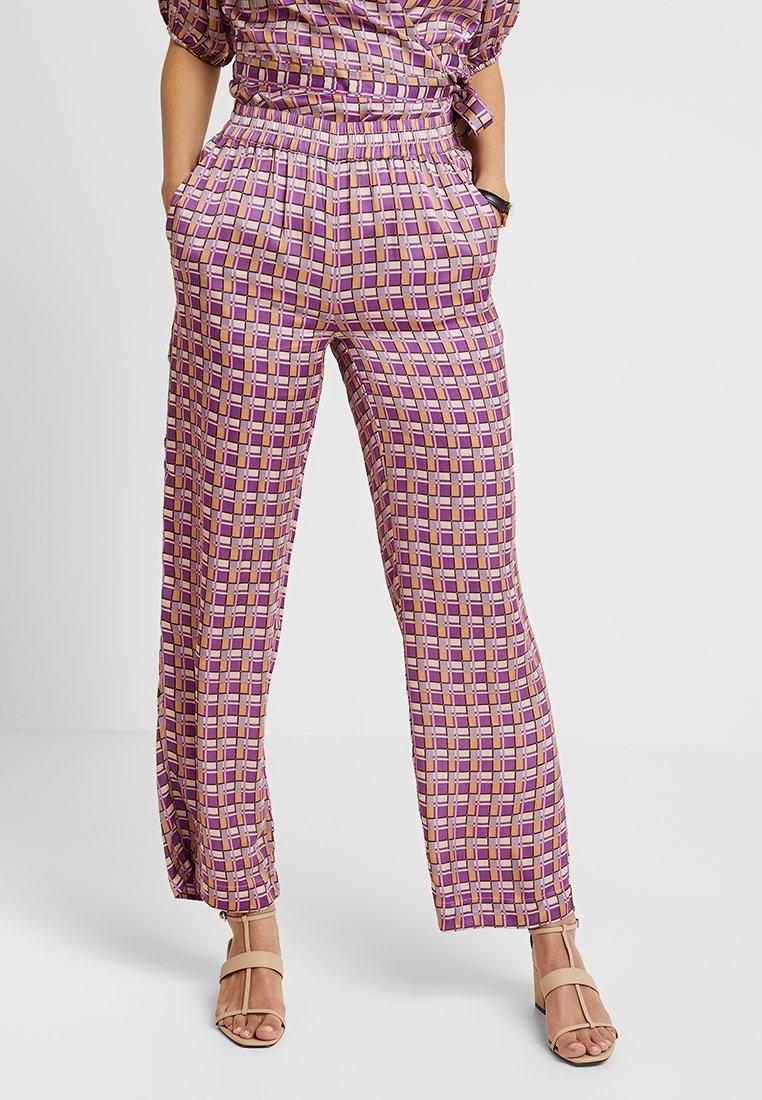 Levete Room - FIONA - Pantalones - rose dust combi