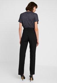 Levete Room - GILLIAN - Trousers - black - 3