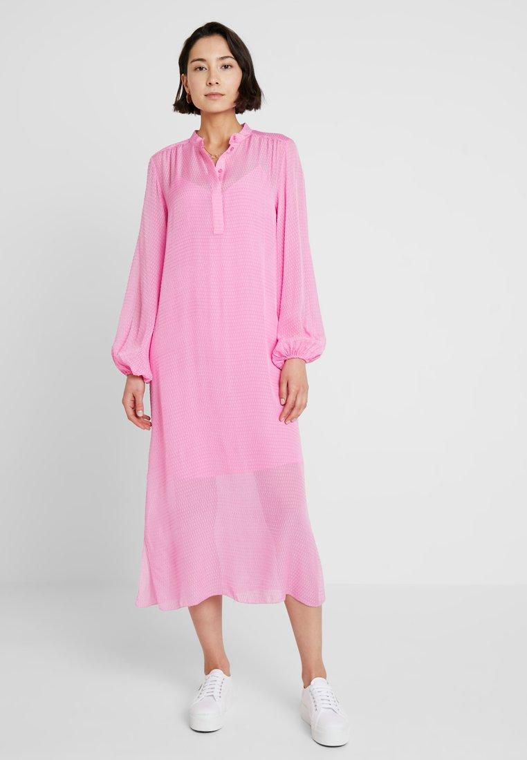 Levete Room - FELINA - Maxikleid - fuchsia pink