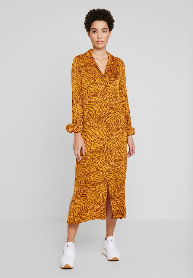 GHITA  - Shirt dress - sudan brown
