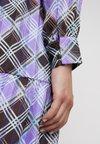 Levete Room - GAMMA - Blusenkleid - dahlia purple combi