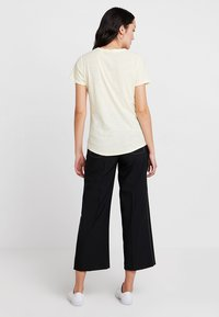 Levete Room - Camiseta básica - pastel yellow - 2