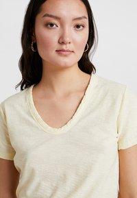 Levete Room - Camiseta básica - pastel yellow - 3