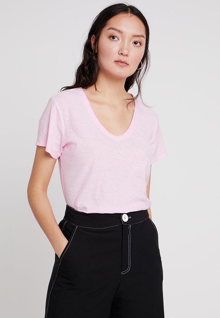 Levete Room - Basic T-shirt - pink