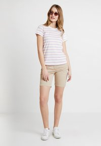 Levete Room - EIKA - T-shirts - pink combi - 1