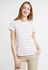 Levete Room - EIKA - T-shirts - pink combi - 0