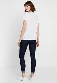 Levete Room - ALVINA - Camiseta estampada - white - 2