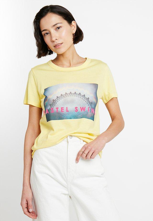 ESTER - Camiseta estampada - sunshine