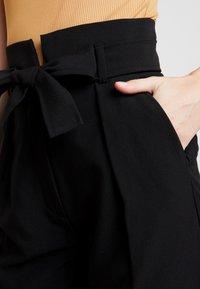 Lez a Lez - CALCA ALFAIATARIA - Pantalon classique - preto reativo - 4