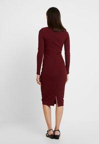 Lez a Lez - VESTIDO MALHA NEW HERVE - Pouzdrové šaty - bordo red wine - 3